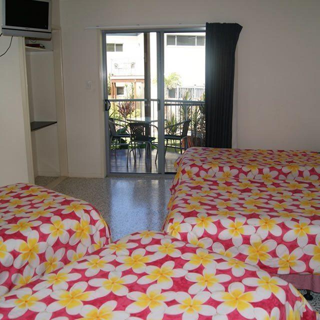 Emus Beach Resort07
